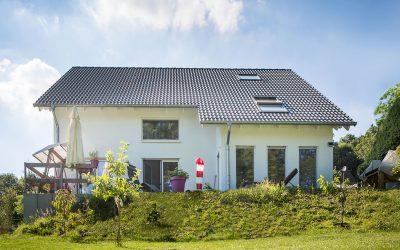 Einfamilienhaus am Hang mit Erker
