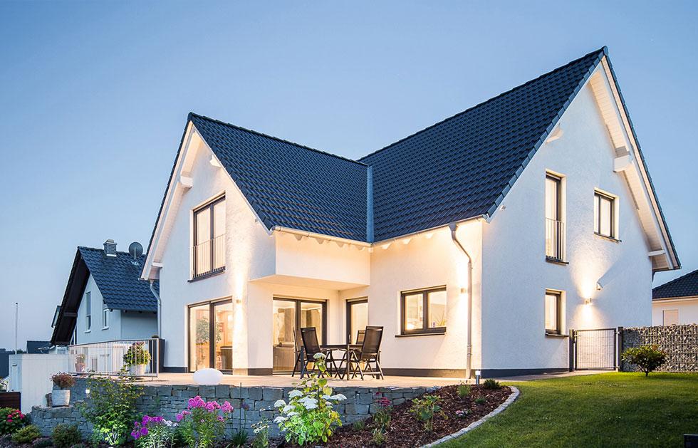 Einfamilienhaus: Winkelhaus mit abgeschlepptem Satteldach